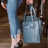 Never go out without her Halter Tote Bag⚡️ * * * * #totebag #leather #leatherbags #handbags #handmade #bags #inlove #purselovers #styleinspo #stylishbags #sustainablestyle #styleblogger #equestrian #equestrianfashion #equestrianstyle #equestriandesign #stylishrider #equestrianfashionstylist #adikissilevich_usa